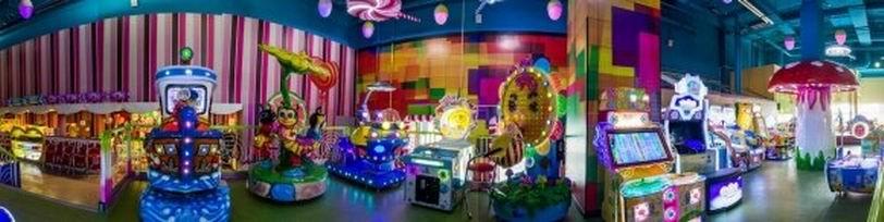 Игровые детские качели и автоматы BR в детском центре  Карамелька