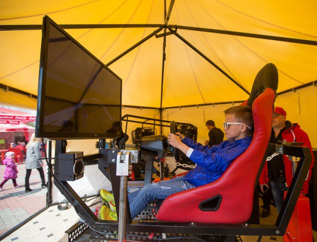 Гонки на машине за компьютером BR Парк развлечений  Дримлэнд  DreamLand