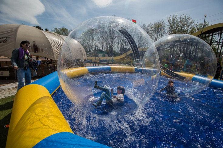Плавание на надувных шарах BR Парк развлечений  Дримлэнд  DreamLand