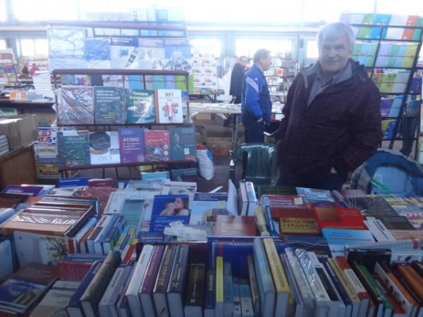 Книги по медицинской литературе  Ночная книжная ярмарка  выставка  г. Минск  Беларусь   фото 16 мая 2017