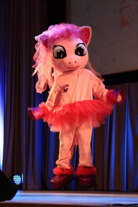 """Театрализованное представление с ростовыми куклами """" Волшебный бал в стране маленьких пони """""""