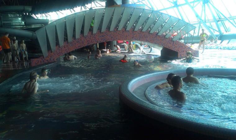 Бассейн ленивая река  в  аквапарке Фристайл  13 августа 2016 г. Минск  улица Сурганова  4а