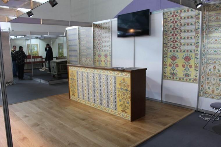 Вышивки на стенах  на выставке  Мебель - 2017  г. Минск  Футбольный Манеж  с 14 по 17 сентября 2016 года