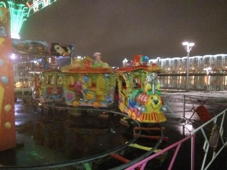 Детская площадка  у Дворца спорта  г. Минск  25 декабря 2016