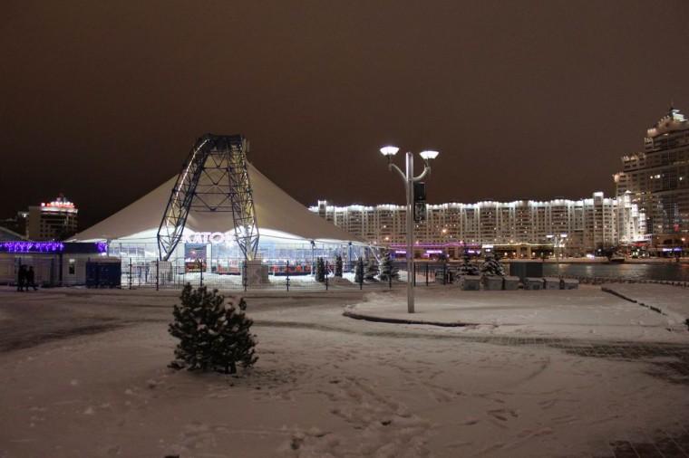 Каток   катание на коньках для детей и взрослых  у Дворца спорта  г. Минск  28 декабря 2019