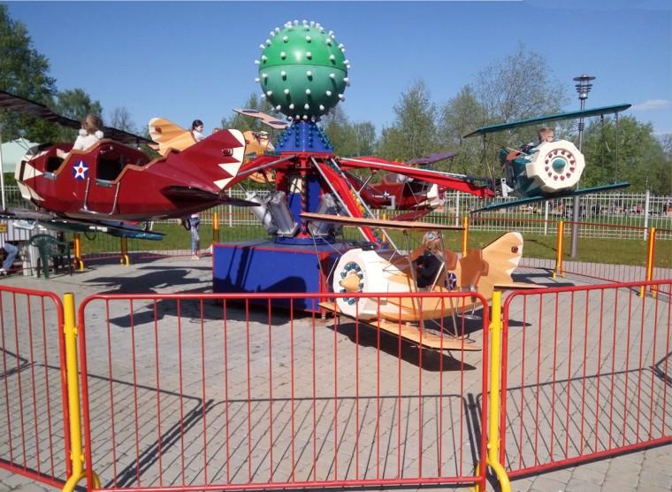 Самолетики  Мини-джет   в парке  900-летия   г. Минск 3 июня 2017