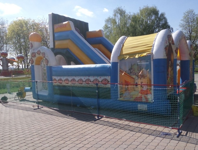 Мягкая надувная горка  в парке  900-летия   г. Минск 3 июня 2017