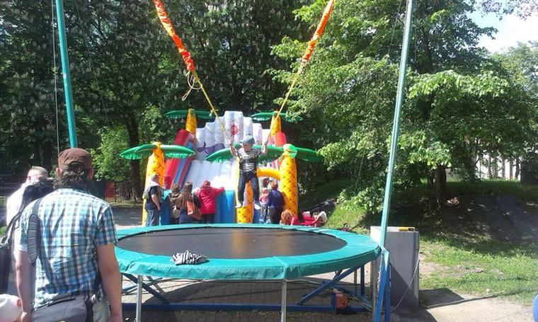 Детский аттракцион   Трамплин 1   в парке Горького  г. Минск 21 мая 2016