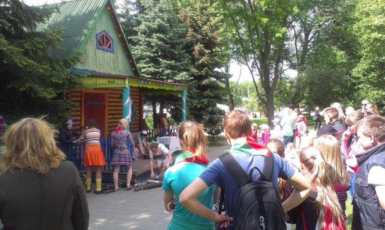 Детское представление  в парке Горького  г. Минск 21 мая 2016