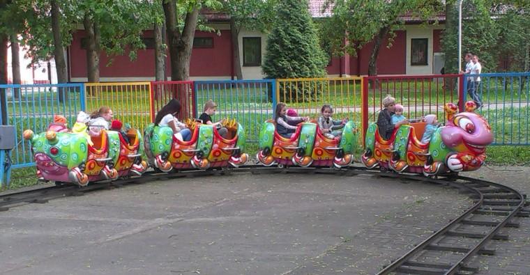 Аттракцион   Детский мини поезд   в парке Горького  г. Минск 21 мая 2016