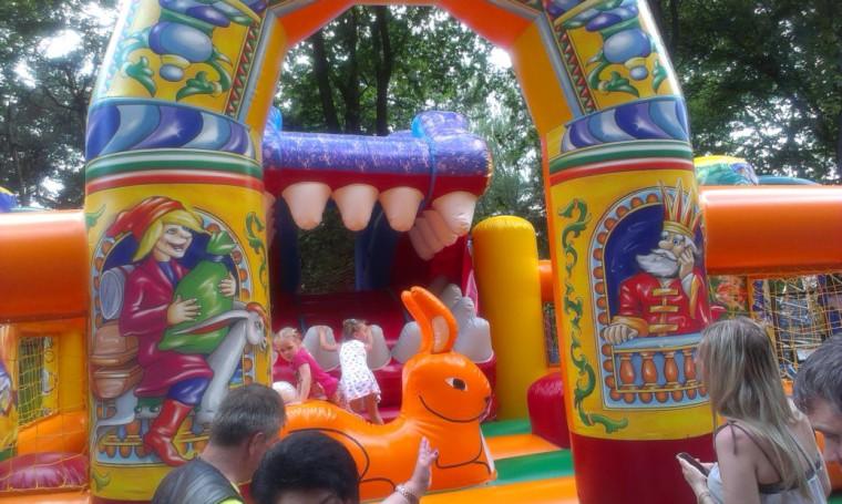 Детский аттракцион   Аттракцион  Остров   в парке Горького  г. Минск 28 мая 2016