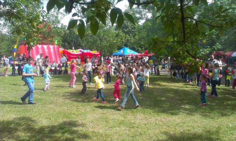 Детские танцы в  парке Павлова   г. Минск 3 июля 2017