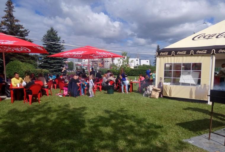 Еда на празднике в  парке Павлова   г. Минск 3 июля 2017