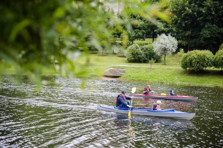 Катание на байдарках по озеру в  парке Павлова   г. Минск 3 июля 2017