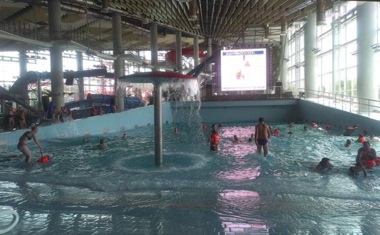 Волновой бассейн  в  Аквапарке Лебяжий  2 июля 2016 г. Минск  проспект Победителей  120