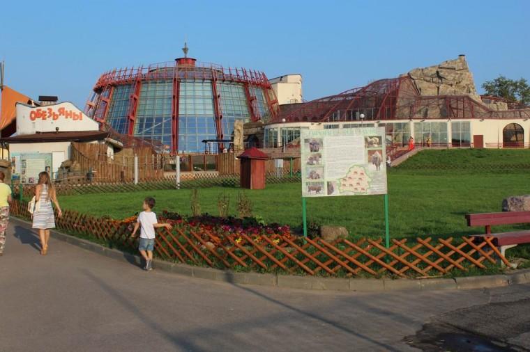 Здание  Экзотариум   в Минском Зоопарке  27 августа 2016   г. Минск  улица Ташкентская  40