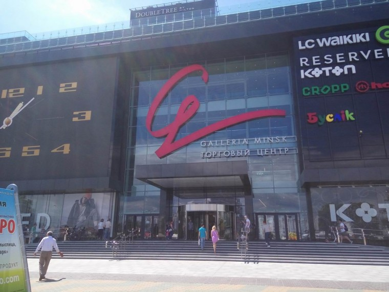 Вход  в  торгово-развлекательный центр Galleria Minsk   10 июня 2017   г. Минск  проспект Победителей  9
