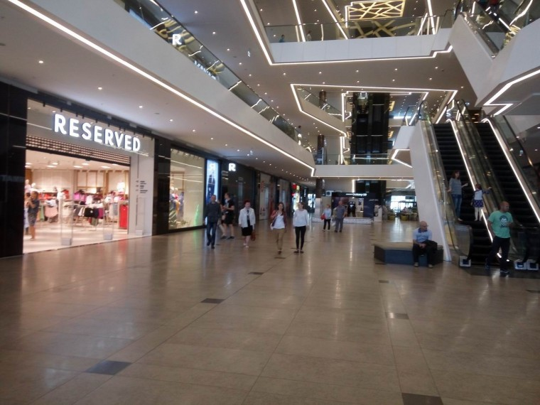 Первый этаж  в  торгово-развлекательном центре Galleria Minsk   10 июня 2017   г. Минск  проспект Победителей  9