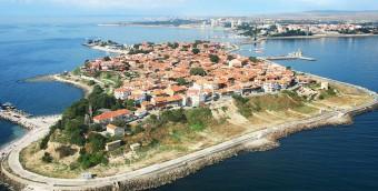 Старый город Несебр - основан 2 000 лет назад  BR и объявлен архитектурным заповедником.