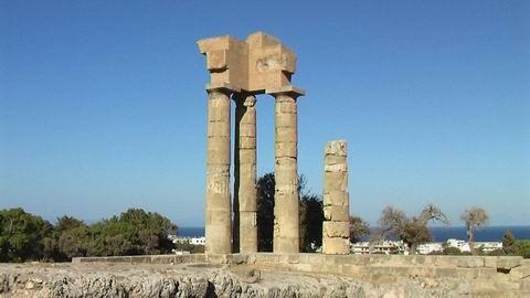 Руины акрополя на горе Монте-Смит  город Родос  Греция