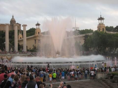 Поющий фонтан  достопримечательность  BR г. Барселона  Испания
