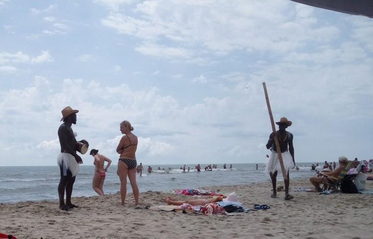 Фото с неграми на пляже  База отдыха  Рось   время 12:20  13 июля 2017