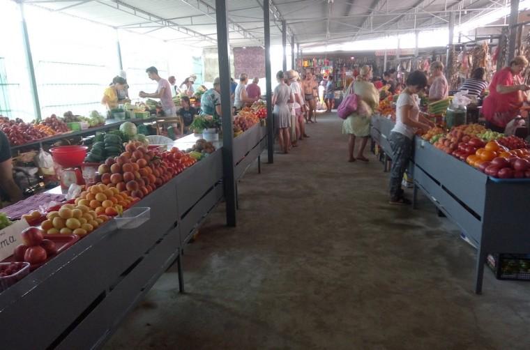 Рынок  рядом с остановкой  Солнечная  поселок Затока  Украина  время 14:34  13 июля 2017