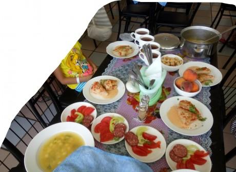 Еда в столовой   17 июля 2017  База отдыха  Рось   Украина  Одесская область  Затока