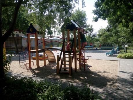 Детская площадка   1-ый корпус  16 июля 2017 База отдыха  Рось   Украина  Одесская область  Затока