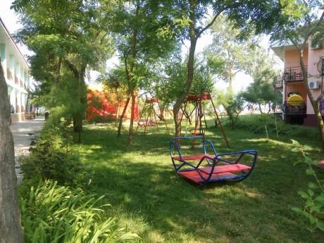 Детская площадка   между 1 и 2 корпусами  16 июля 2017 База отдыха  Рось   Украина  Одесская область  Затока