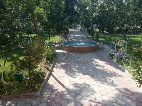 Фонтан  скамейки  беседки  лужайка   16 июля 2017  База отдыха  Рось   Украина  Одесская область  Затока