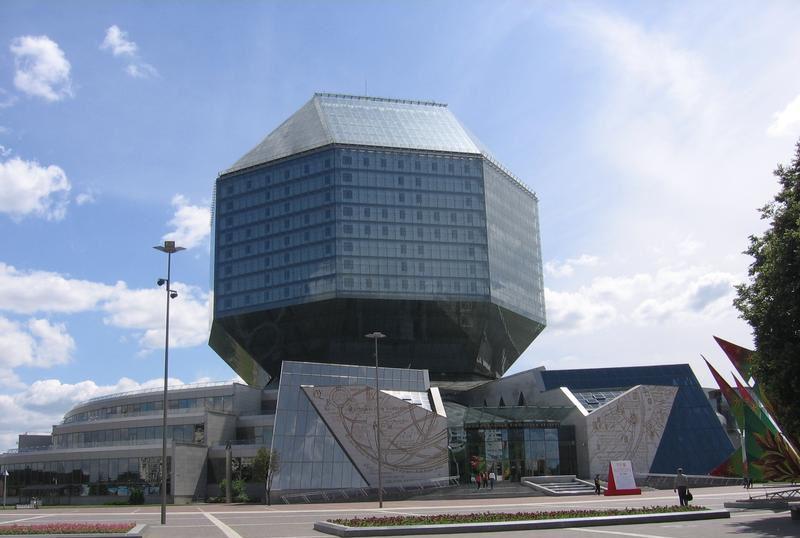 Центральный вход в библиотеку. Он выполнен в форме страниц раскрытой книги  BR Национальная библиотека Беларуси  г. Минск  Беларусь