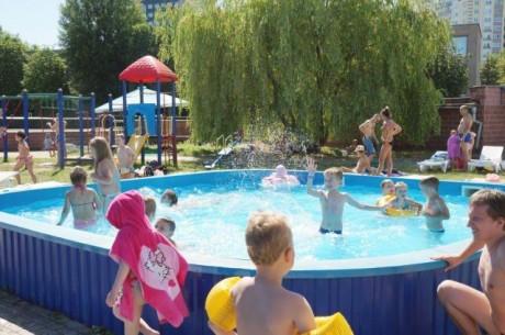 Летняя зона отдыха  BR на территории Дворца водного спорта  г. Минск  Беларусь