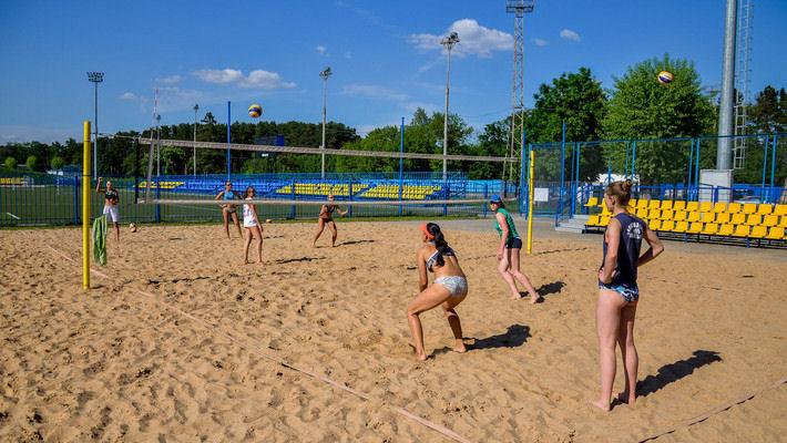 Площадка для игры в пляжный волейбол  BR на территории Дворца водного спорта  г. Минск  Беларусь