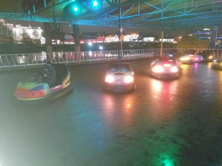 Машинки для детей и взрослых  у Дворца спорта  г. Минск  25 декабря 2016