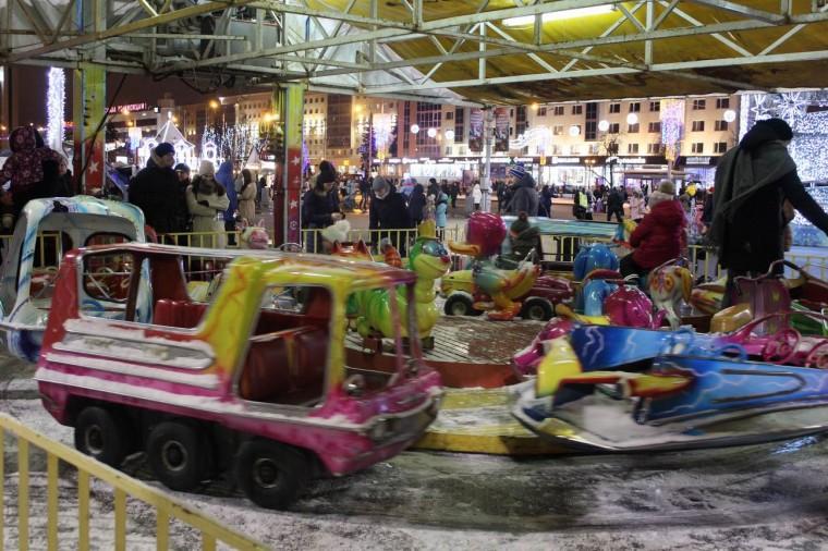 Детская площадка  у Дворца спорта  г. Минск  28 декабря 2019