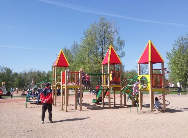 Детская площадка  горки  в парке  900-летия    г. Минск 3 июня 2017