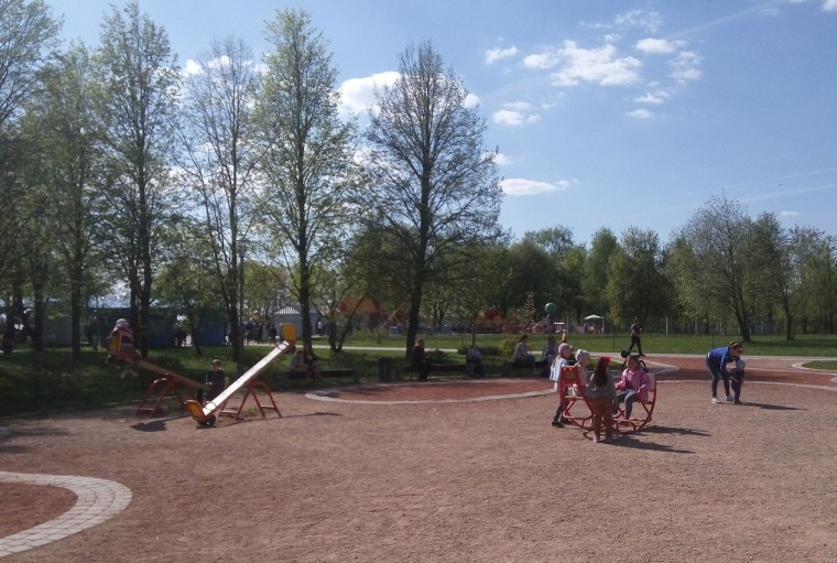 Детская площадка  качели  песочница   в парке  900-летия    г. Минск 3 июня 2017