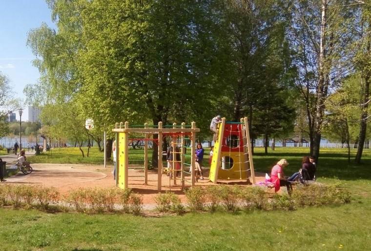 Детская площадка  лестница  в парке  900-летия    г. Минск 3 июня 2017