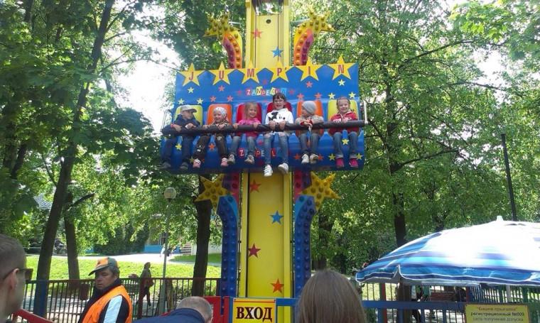 Детский аттракцион   Башня прыгалка   в парке Горького  г. Минск 21 мая 2016