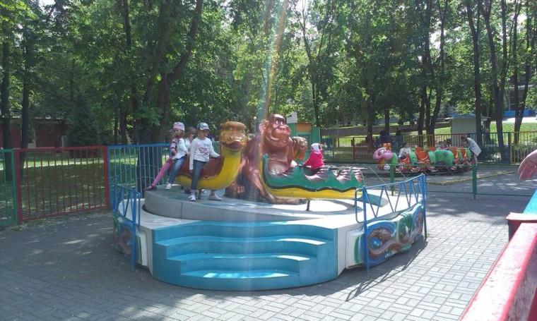 Детский аттракцион   Дракоша   в парке Горького  г. Минск 21 мая 2016