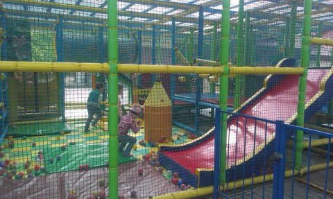 Детский лабиринт  в парке Горького  г. Минск 21 мая 2016