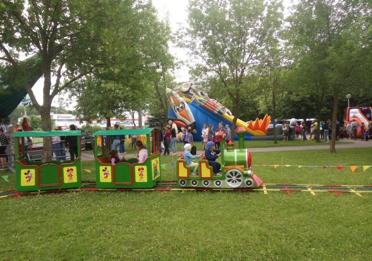 Детский аттракцион  Паравозик  в  парке Павлова   г. Минск 3 июля 2017