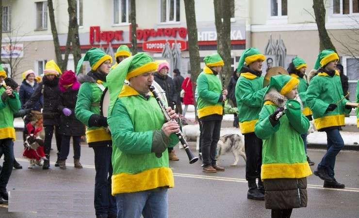 Шествие  парад  Дедов Морозов в Могилеве 25 декабря 2017