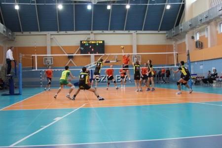 Играем в волейбол, гандбол, баскетбол, мини-футбол <BR>(Спортивно-зрелищный комплекс , г. Солигорск , улица Заслонова, 25)