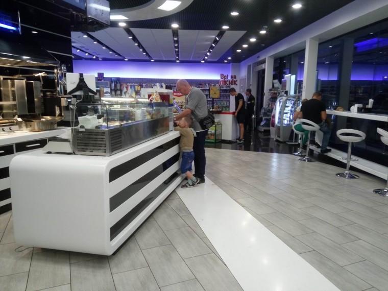 Четвертая остановка на Украине   ночь 4:44  12 июля 2017  Остановка возле большого кафе  Украина