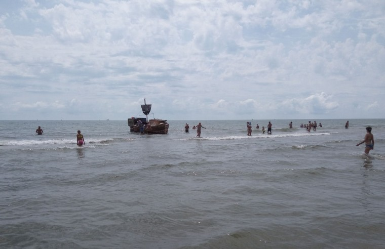 Море  пиратский корабль  База отдыха  Рось   время 12:02  13 июля 2017