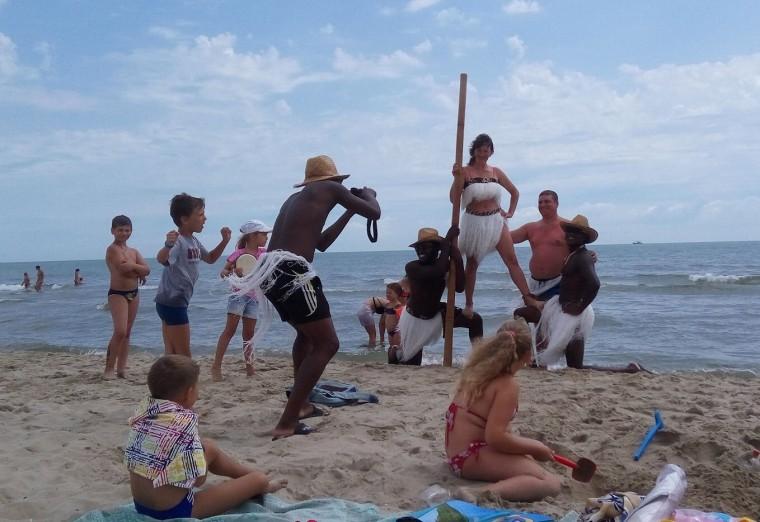 Фото с неграми на пляже  База отдыха  Рось   время 12:25  13 июля 2017