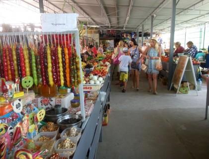 Рынок  рядом с остановкой  Солнечная  поселок Затока  Украина  время 14:33  13 июля 2017