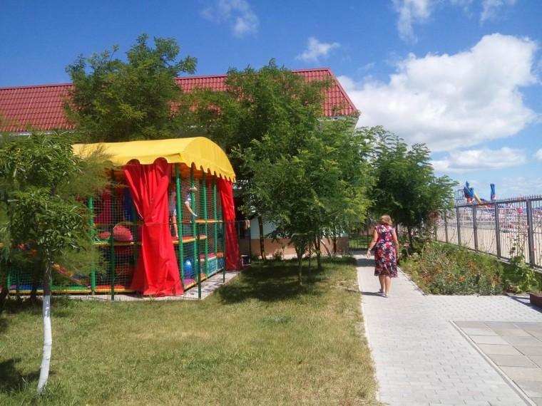 Детский лабиринт  База отдыха  Рось   Затока  Украина  время 11:05  14 июля 2017
